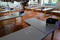 Ein Klassensaal mit viel Platz